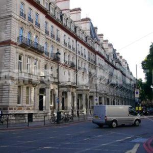 ENGLAND – CIRCA 2011: London Street. - Actor Stock Footage